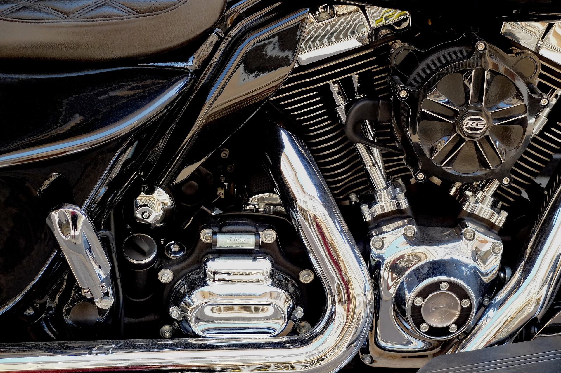 motorcycle-3339643_1920.jpg